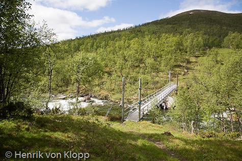 I närheten av Dalavardostugan finns en bro över Vindelälven.