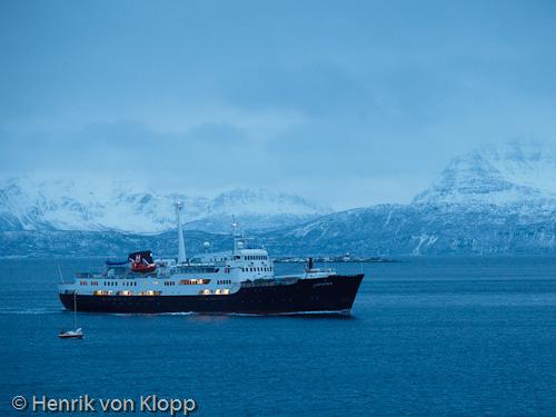 MS Lofoten förtöjer i Harstad