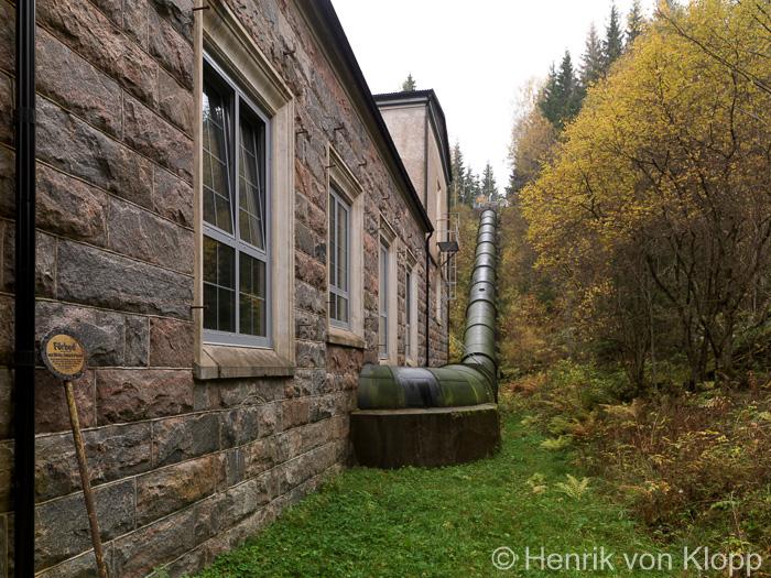 Trycktuben är 90 meter lång och två meter i diameter.
